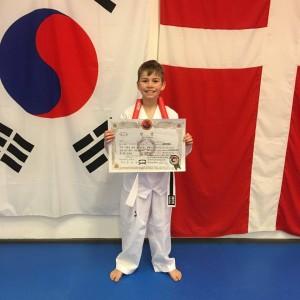 Gustav sorte MON baelte i taekwondo